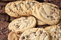 website cookies pic of chocolate chip and oatmeal raisin cookies